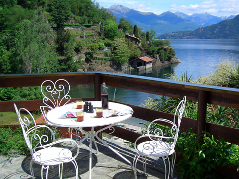 immagine della casa vacanza Alessia_Rezzonico_10_Balkon