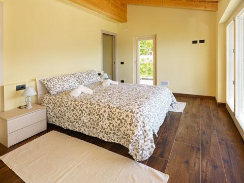 Bilder Ferienwohnung Alex71_Secondo_Gera_Lario_40_Doppelbett-Schlafzimmer in Comer See Lombardei