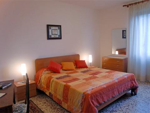 Foto van Appartement  Alex_Primo_Domaso_40_Doppelbett-Schlafzimmer