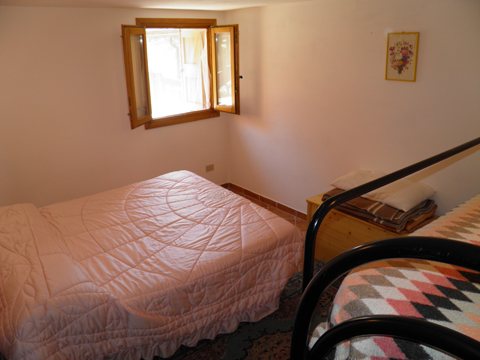 Bilder Ferienresidenz Baita_del_Romy_Gravedona_40_Doppelbett-Schlafzimmer in Comer See Lombardei