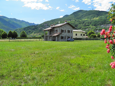 Bilder Ferienwohnung Ca_Gio_Al_Borg_Secondo_Gravedona_20_Garten in Comer See Lombardei