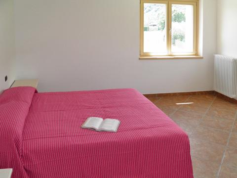 Bilder Ferienhaus Ca_Gio_Al_Borg_Secondo_Gravedona_40_Doppelbett-Schlafzimmer in Comer See Lombardei