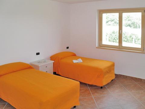 Bilder Ferienhaus Ca_Gio_Al_Borg_Secondo_Gravedona_45_Schlafraum in Comer See Lombardei