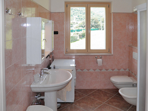 Bilder Ferienhaus Ca_Gio_Al_Borg_Secondo_Gravedona_50_Bad in Comer See Lombardei