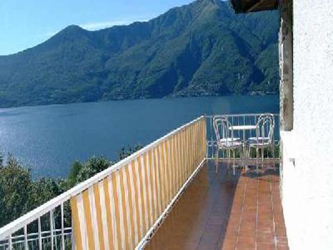 Bilder Villa Lago Maggiore Carina_539_Tronzano_11_Terrasse in Piemont