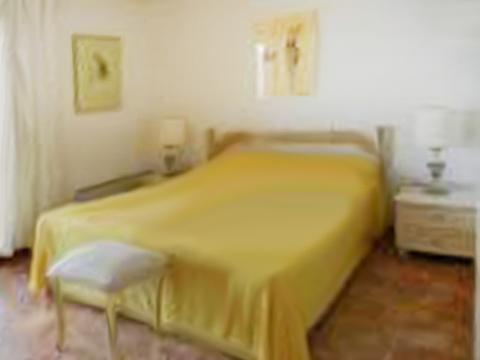 Bilder Villa Lago Maggiore Carina_539_Tronzano_40_Doppelbett-Schlafzimmer in Piemont