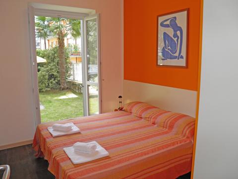 Bilder Ferienwohnung Cedro_102__Domaso_40_Doppelbett-Schlafzimmer in Comer See Lombardei