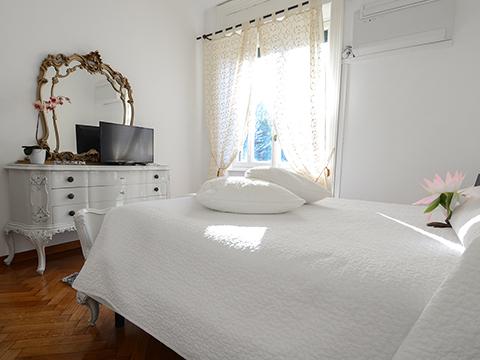 Bilder Ferienwohnung Comer See Favola_Bellagio_41_Doppelbett in Lombardei