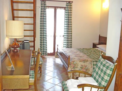 Bilder Ferienwohnung Giacomino_Typ_2_Sorico_40_Doppelbett-Schlafzimmer in Comer See Lombardei