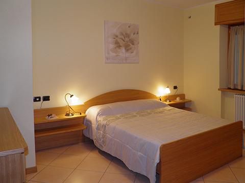 Bilder Wellness Ferienwohnung I_Runchet_Airone_Sorico_40_Doppelbett-Schlafzimmer in Comer See Lombardei