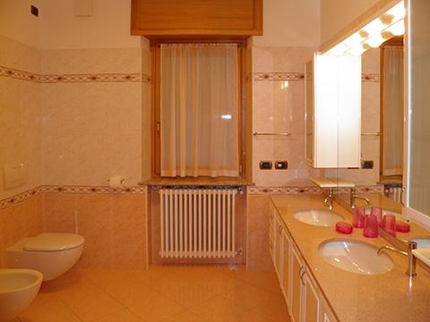 Bilder Ferienwohnung Comer See I_Runchet_Airone_Sorico_50_Bad in Lombardei
