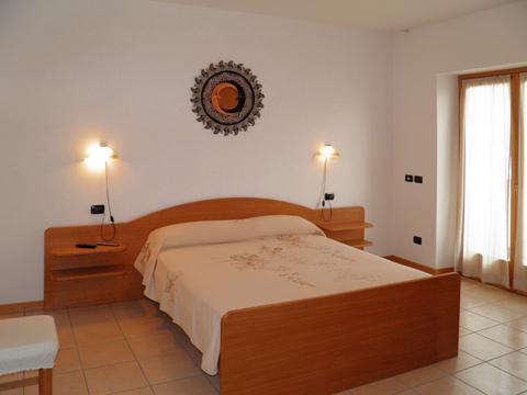 Bilder Ferienwohnung I_Runchet_Cigno_Sorico_40_Doppelbett-Schlafzimmer in Comer See Lombardei