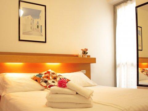 Bilder Ferienwohnung Comer See Il_Bosso_101_Domaso_40_Doppelbett-Schlafzimmer in Lombardei