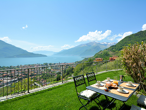 Bilder Ferienwohnung Comer See Lucia_Vercana_20_Garten in Lombardei