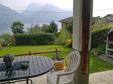 Bilder Ferienresidenz Marena_San_Siro_11_Terrasse in Comer See Lombardei