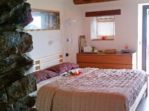 Bilder Ferienresidenz Marena_San_Siro_40_Doppelbett-Schlafzimmer in Comer See Lombardei
