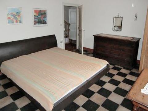 Bilder Ferienhaus Lago Maggiore Max_2201_Pino_40_Doppelbett-Schlafzimmer in Piemont