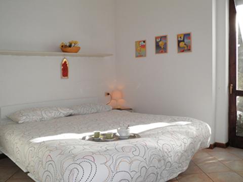 Bilder Ferienhaus Miky_secondo_Dervio_40_Doppelbett-Schlafzimmer in Comer See Lombardei