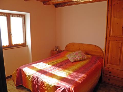 Bilder Ferienhaus Nadia_Peglio_40_Doppelbett-Schlafzimmer in Comer See Lombardei