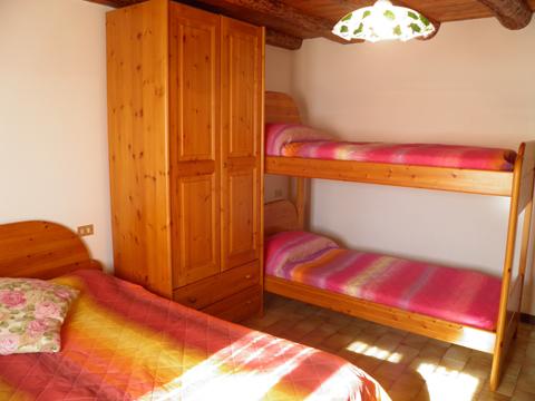 Bilder Ferienhaus Nadia_Peglio_41_Doppelbett in Comer See Lombardei
