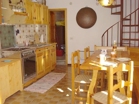 Bilder Ferienwohnung Nino_Naro-Gravedona_35_Kueche in Comer See Lombardei