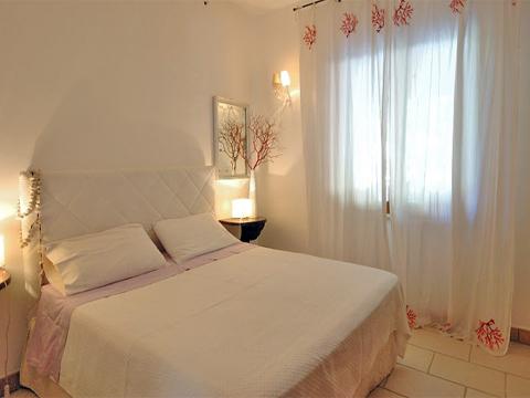 Bilder Villa Oliva_34__40_Doppelbett-Schlafzimmer in