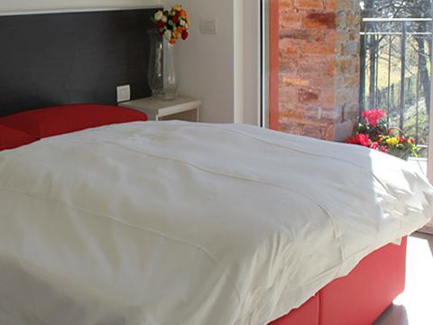 Bilder Ferienresidenz Comer See Paradiso_Legnone_Gravedona_40_Doppelbett-Schlafzimmer in Lombardei