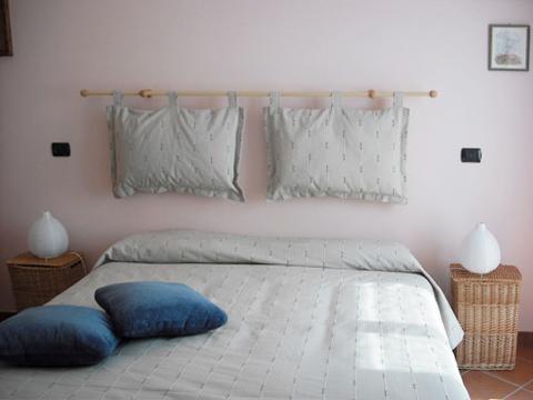 Bilder Ferienhaus Picchio_Secondo_701_Mergozzo_40_Doppelbett-Schlafzimmer in Lago Maggiore Piemont