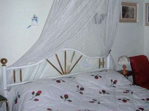 Bilder Ferienwohnung Portici_576_Stresa_40_Doppelbett-Schlafzimmer in Lago Maggiore Piemont