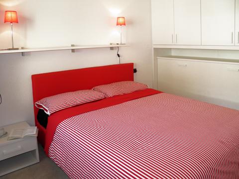 Bilder Ferienhaus Riva_Sole_Gera_Lario_40_Doppelbett-Schlafzimmer in Comer See Lombardei
