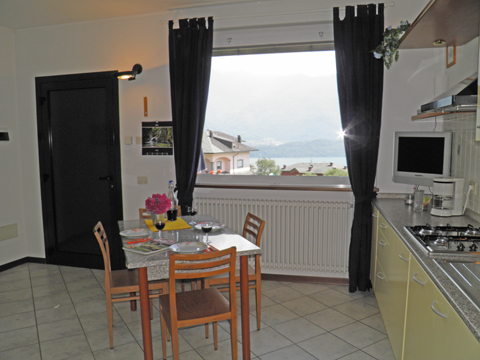 Bilder Ferienwohnung Rosi_Vercana_31_Wohnraum in Comer See Lombardei
