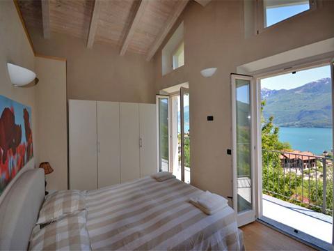 Bilder Rustico Comer See Rosina_Gravedona_40_Doppelbett-Schlafzimmer in Lombardei