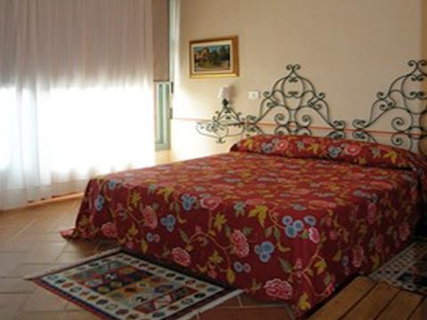 Bilder Ferienwohnung Rusconi_Quartett_2266_Verbania_40_Doppelbett-Schlafzimmer in Lago Maggiore Piemont