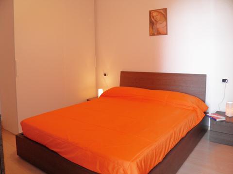 Bilder Ferienwohnung Comer See Sandra_Gravedona_40_Doppelbett-Schlafzimmer in Lombardei