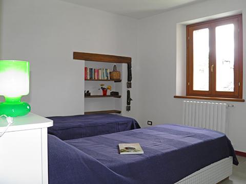 Bilder Ferienwohnung Serravalle_Livo_40_Doppelbett-Schlafzimmer in Comer See Lombardei