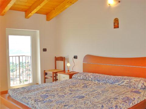 Bilder Ferienwohnung Comer See Silvia_Vercana_40_Doppelbett-Schlafzimmer in Lombardei