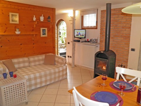 Bilder Ferienwohnung Trebbiano_Gravedona_31_Wohnraum in Comer See Lombardei