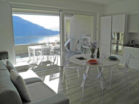 immagine della casa vacanza Valarin_Milano_Vercana_10_Balkon