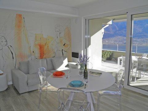 Bilder Ferienwohnung Valarin_Milano_Vercana_31_Wohnraum in Comer See Lombardei