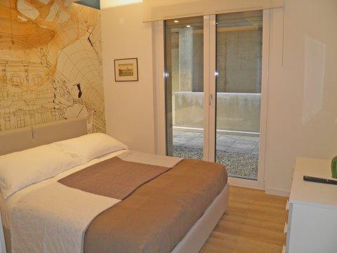 Bilder Ferienwohnung Valarin_Milano_Vercana_40_Doppelbett-Schlafzimmer in Comer See Lombardei