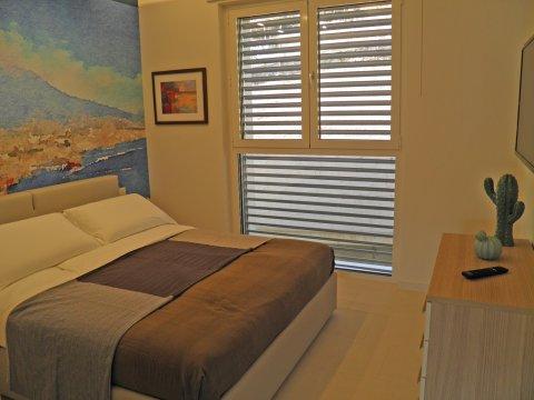 Bilder Wellness Ferienwohnung Comer See Valarin_Napoli_Vercana_40_Doppelbett-Schlafzimmer in Lombardei