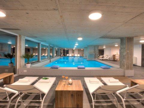 Bilder Wellness Ferienwohnung Comer See Valarin_Palermo_Vercana_15_Pool in Lombardei