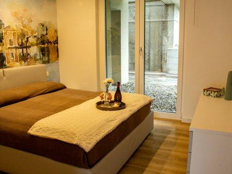 Bilder Ferienwohnung Valarin_Roma_Vercana_40_Doppelbett-Schlafzimmer in Comer See Lombardei