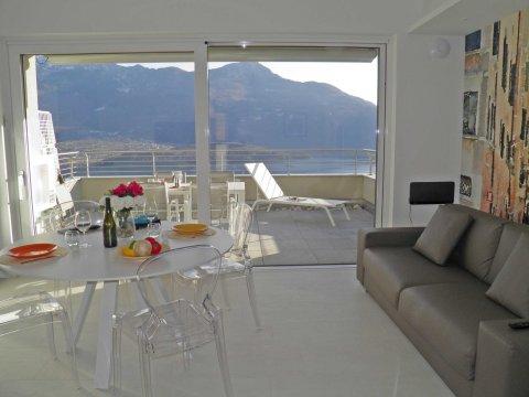 Bild von ferienhaus am Comersee Valarin_Venezia_Vercana_10_Balkon