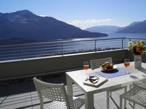 Bilder Wellness Ferienwohnung Comer See Valarin_Verona_Vercana_11_Terrasse in Lombardei