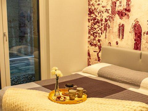 Bilder Wellness Ferienwohnung Comer See Valarin_Verona_Vercana_40_Doppelbett-Schlafzimmer in Lombardei