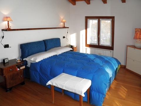 Bilder von Comer See Ferienhaus Ai_Ronchi_Gravedona_40_Doppelbett-Schlafzimmer