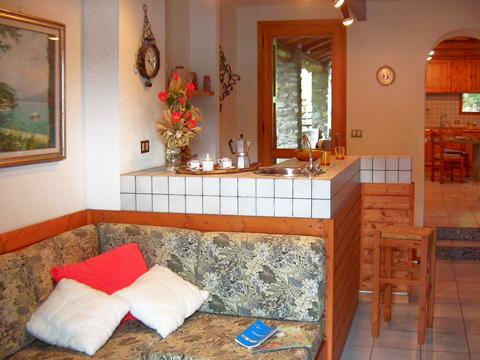 Bilder von Comer See Ferienhaus Alessia_Rezzonico_30_Wohnraum
