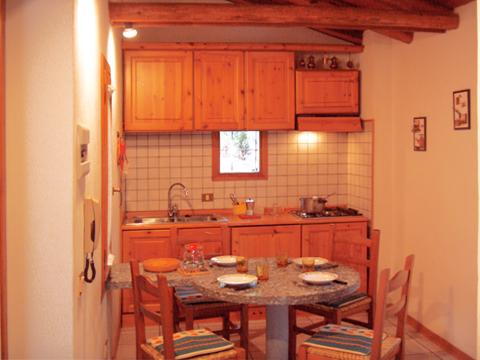 Bilder von Comer See Ferienhaus Alessia_Rezzonico_35_Kueche