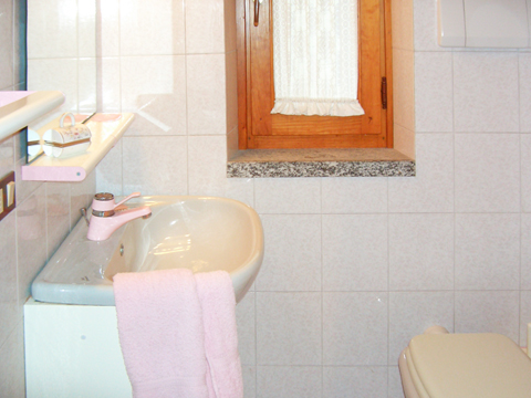 Bilder von Comer See Ferienhaus Alessia_Rezzonico_51_Bad